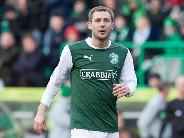 Thomson signs new Hibs deal