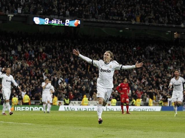 Manchester United make Modric approach?