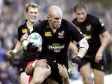 London Wasps' Jonny O'Connor runs at the Toulouse defence during the Heineken Cup match on October 30, 2005
