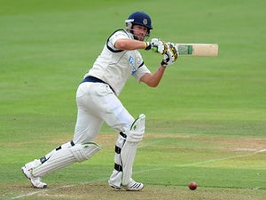 Ervine signs new Hampshire deal