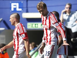 Half-Time Report: Crouch scores on Stoke return