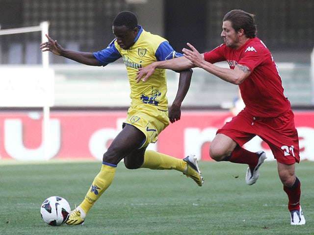 Chievo's Boukary Drame and Cagliari's Daniele Dessena battle for the ball on May 4, 2013