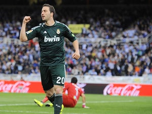 Arsenal fly to Madrid to clinch Higuain deal?