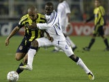 Claude Makelele playing in the Champions League for Chelsea.