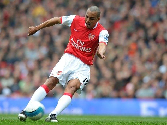 Gilberto Silva taking a shot while playing for Arsenal.