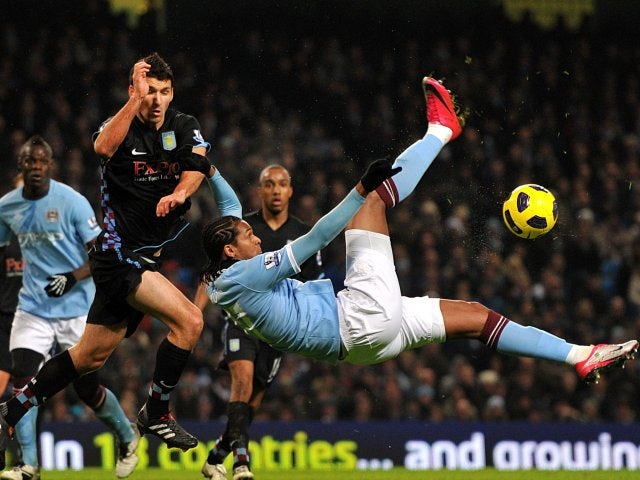 Jo attempts an overhead kick while playing for Manchester City.
