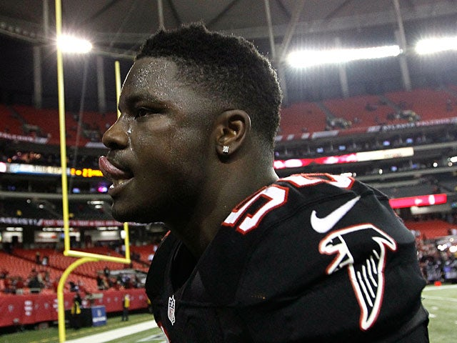 Atlanta Falcons' Sean Weatherspoon celebrates his team's win after the game on November 29, 2012
