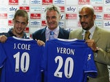 Claudio Ranieri stands between new Chelsea signings Joe Cole and Juan Sebastian Veron in 2003.