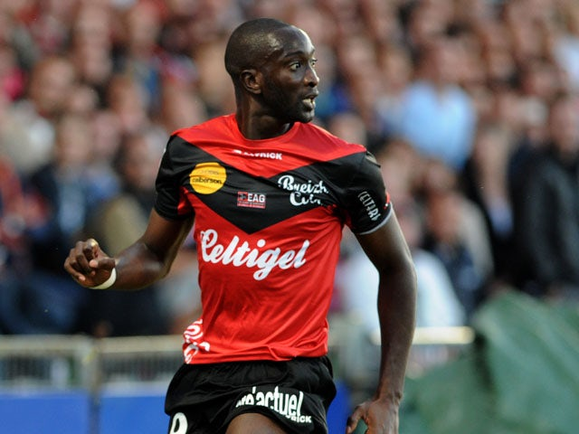 Guingamp's French-Malian forward Mustapha Yatabare runs with the ball during the French L1 football match between Guingamp and Marseille on August 11, 2013