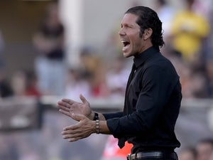 Simeone congratulates Real
