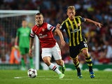Arsenal's Jack Wilshere and Fenerbahce's Dirk Kuyt battle for the ball during their Champions League play-off match on August 27, 2013