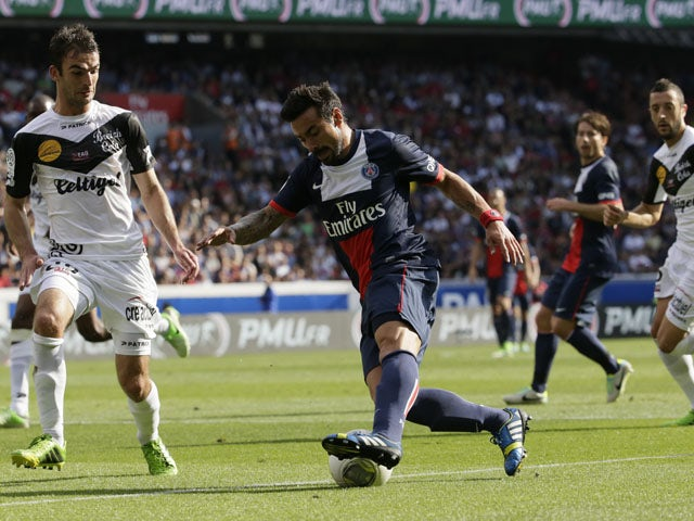 Paris Saint-Germain's Argentine forward Ezequiel Lavezzi vies with Guingamp's French forward Fatih Atik during the French L1 football match between Paris Saint-Germain and Guingamp at the Parc des Princes stadium in Paris, on August 31, 2013