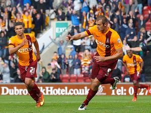 Hanson fires Bradford into half-time lead