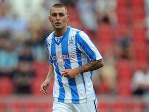Hunt joins Barnsley on loan