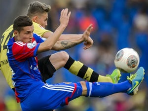 Marvin Ducksch challenges for possession during a Borussia Dortmund friendly in July.
