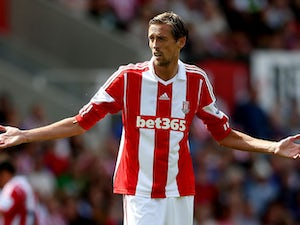 Report: Pulis wants Crouch at Palace