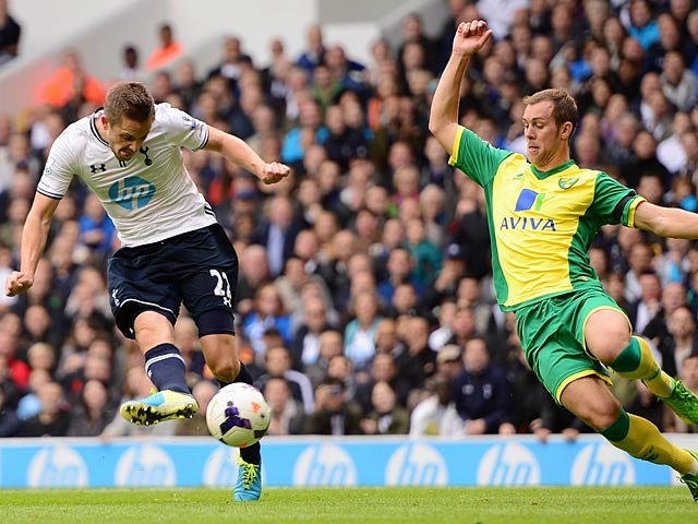 Tottenham's Gylfi Sigurdsson scores the opening goal against Norwich City on September 14, 2013