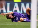 Fiorentina's Mario Gomez picks up an injury during the match against Cagliari on September 15, 2013