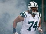 New York Jets' Nick Mangold takes the field against Tampa Bay Buccaneers on September 8, 2013