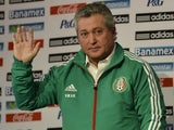 New Mexican national football team coach Victor Manuel Vucetich waves at the end of a press conference on September 12, 2013