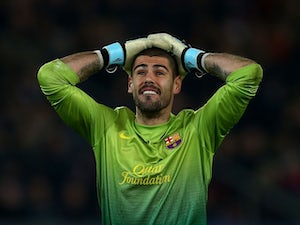 Victor Valdes reacts to Barcelona missing a chance against Paris Saint-Germain in the Champions League.