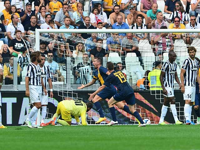 Hellas Verona's Fabrizio Cacciatore celebrates after scoring the opening goal against Juventus during their Serie A match on September 22, 2013