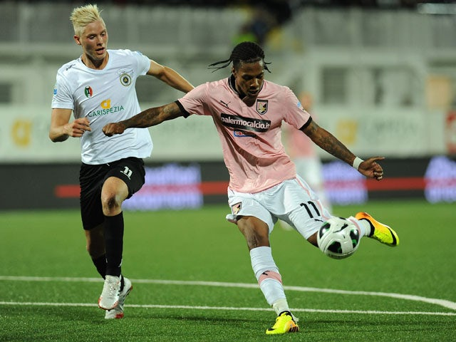 Abel Hernandez of US Citta di Palermo in action against Hordur Bjorvin Magnusson of AC Spezia during the Serie B match between AC Spezia and US Citta di Palermo at Stadio Alberto Picco on September 20, 2013