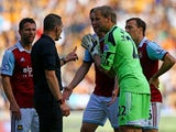 Jussi Jääskeläinen of West Ham disputes the penalty decision with referee Kevin Friend during the Barclays Premier League match between Hull City and West Ham United at KC Stadium on September 28, 2013