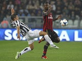 Simone Padoin of Juventus competes for the ball with Kevin Constant of AC Milan during the Serie A match on October 6, 2013