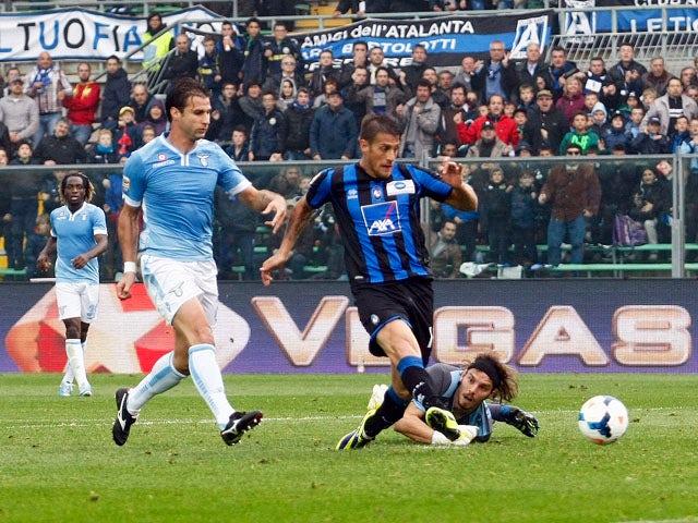 German Denis of Atalanta scores his team's winning goal during the Serie A match between Atalanta BC and S.S. Lazio at Stadio Atleti Azzurri d'Italia on October 20, 2013