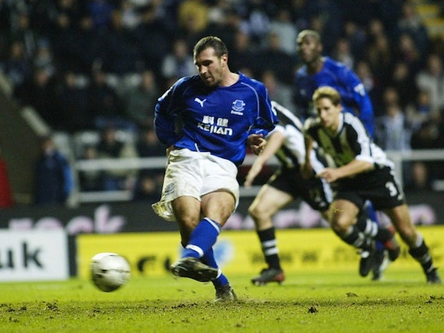 David Unsworth bid to be top dog at Everton