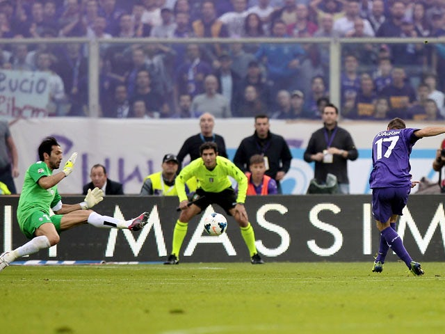 Sanchez Rodriguez Joaquin #17 of ACF Fiorentina scores a goal during the Serie A match between ACF Fiorentina and Juventus at Stadio Artemio Franchi on October 20, 2013