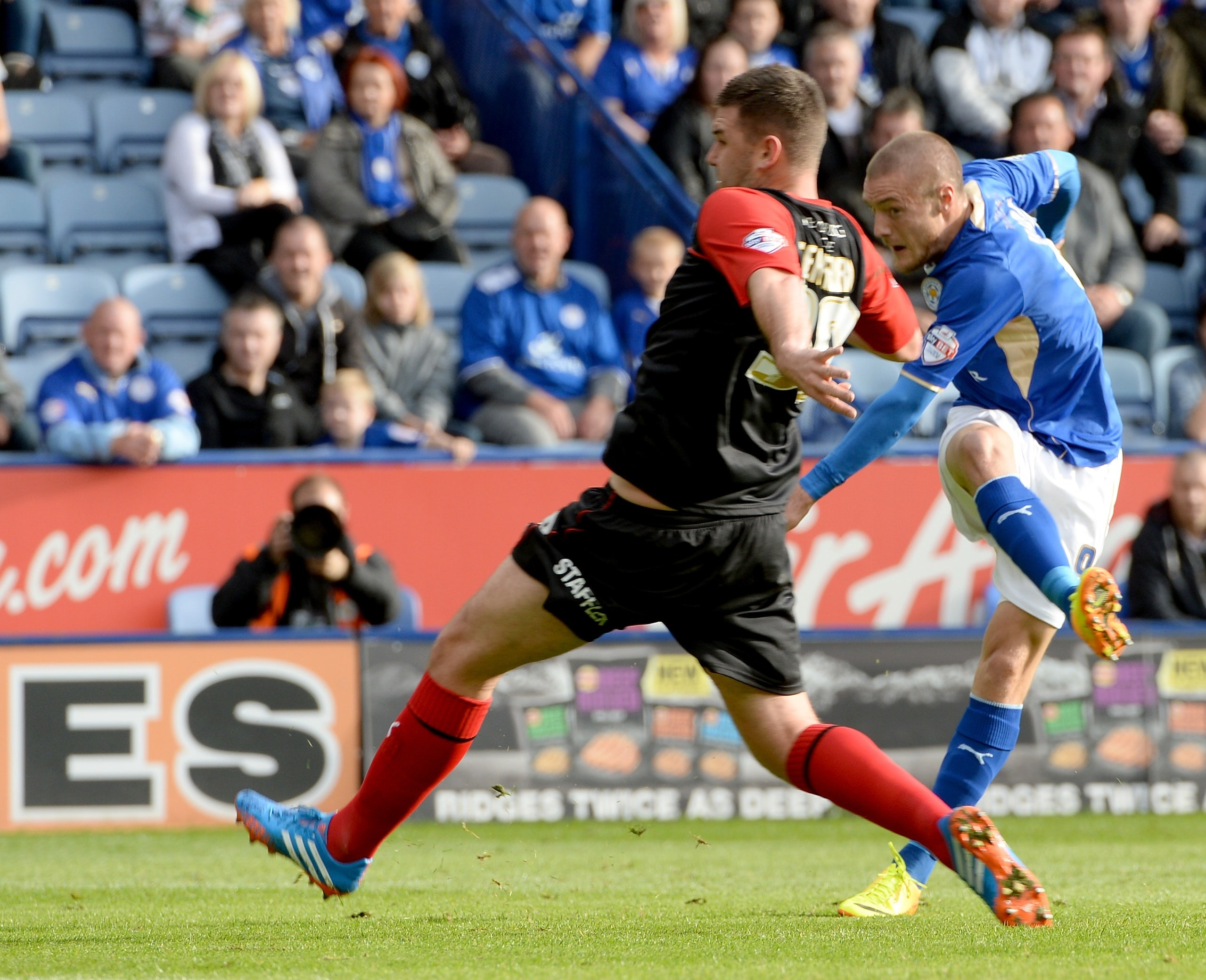 Jamie Vardy of Leicester scores the opening goal during the Sky Bet Championship match between Leicester City and Huddersfield Town on October 19, 2013