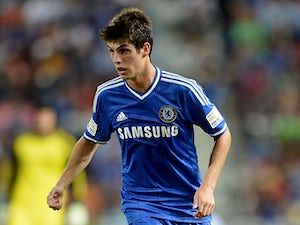 Lucas Piazon suffers broken leg
