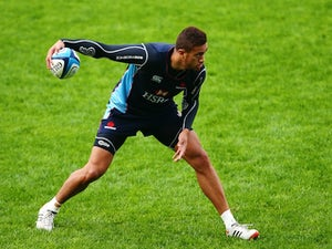 Peter Betham runs through skills during a Waratahs Super Rugby training session at Allianz Stadium on June 12, 2013