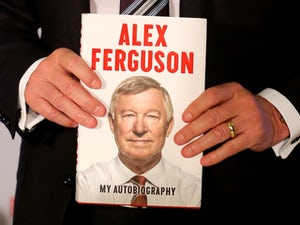 Hundreds queue for Ferguson's book