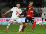Guingamp's French forward Thibault Giresse vies with Lille's French midfielder Jonathan Delaplace during the French L1 football match Guingamp vs Lille on November 9, 2013