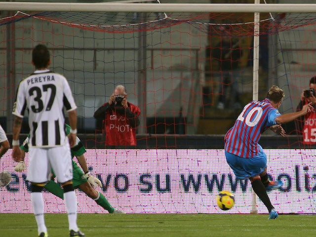 Maxi Lopez of Catania scores his team's opening goal with penalty during the Serie A match against Udinese on November 9, 2013