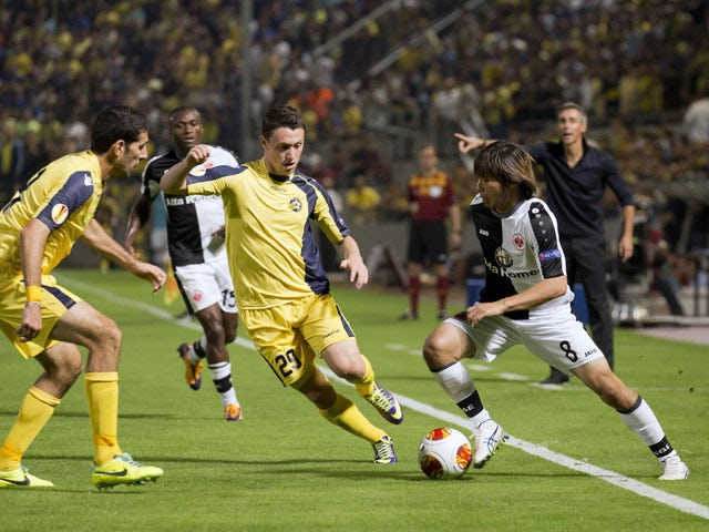 German Eintracht Frankfurt's midfielder Takashi Inui dribbles past Israeli Maccabi Tel Avivs midfielder Omri Altman during their UEFA Europa League Group F qualifying football match between Maccabi Tel Aviv and Eintracht Frankfurt at the Bloomfield Stadiu