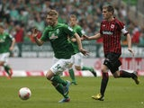 Bremen's midfielder Aaron Hunt and Frankfurt's defender Sebastian Jung vie for the ball during the German first division Bundesliga football match Werder Bremen vs Eintracht Frankfurt on May 11, 2013