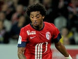 Lille's Cape Verdian forward Ryan Mendes controls the ball during the French L1 football match Lille vs Nice on September 15, 2013