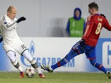 Bayern Munich's Arjen Robben and CSKA Moscow's Steven Zubar battle for the ball during their Champions League group match on November 27, 2013