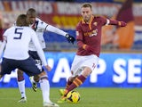 AS Roma's midfielder Daniele De Rossi vies with Cagliari's midfielder Daniele Conti and Cagliari's Colombian forward Victor Ibarbo during the Italian Serie A football match on November 25, 2013