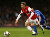 Arsenal's Spanish defender Nacho Monreal controls the ball as Chelsea's Belgian striker Kevin De Bruyne chases during the English League Cup fourth round football match on October 29, 2013
