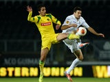 Pacos Ferreira's Ruben Ribeiro and Fiorentina's Nenad Tomovic battle for the ball during their Europa League group match on November 28, 2013