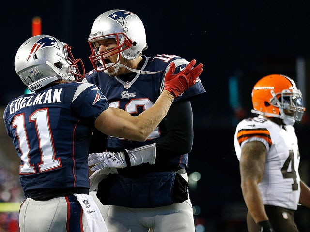 Result: Brady guides Patriots to thumping win