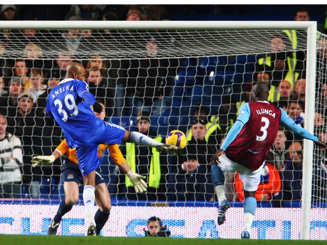 Nicolas Anelka of Chelsea scores his goal during the Barclays Premier League match between Chelsea and West Ham United at Stamford Bridge on December 14, 2008