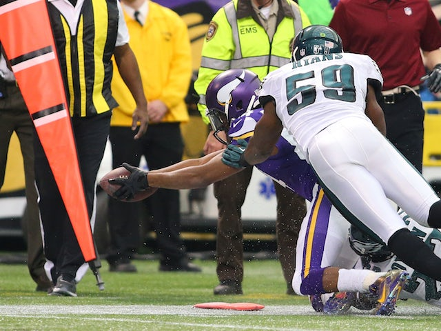 Cordarrelle Patterson of the Minnesota Vikings dives for more yards while DeMeco Ryans #59 of the Philadelphia Eagles makes the tackle on December 15, 2013