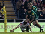 Mark Cueto of Sale Sharks stretches to score a try during the Aviva Premiership match between Leicester Tigers and Sale Sharks at Welford Road on December 28, 2013