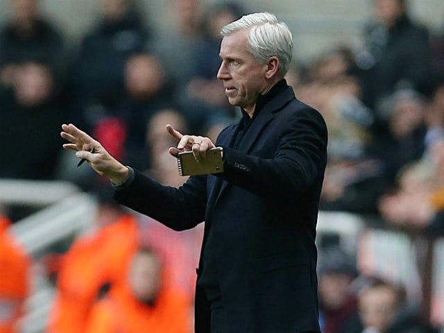 Newcastle United's English manager Alan Pardew gestures during the English Premier League football match between Newcastle United and Stoke City at at St James' Park in Newcastle-upon-Tyne, northeast England on December 26, 2013